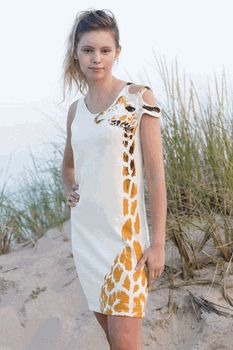Awesome giraffe dress!!! I think, when I finally get where I want to be...THIS will be in my closet!! NEW GOAL!
