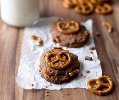 Macht das Krümelmonster schwach: mit süß-salzigen Schoko-Cookies mit Saltletts Brezeln - das Rezept gibt's auf saltletts.de.