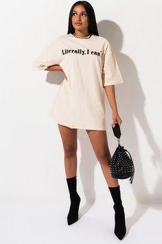 Oversized, text graphic t-shirt by AKIRA. Cute Casual Outfits, Outfits For Teens, Summer Outfits, Blusas Oversized, Oversized Shirt, Graphic Tee Outfits, Graphic Tees, Tshirt Dress Outfit, Funny Shirts Women