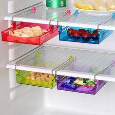 Notre réfrigérateur et notre congélateur sont le cœur de notre cuisine. Mais ils sont souvent tout à l'envers. Voici 15 trucs intelligents pour ranger et classer notre frigo et notre congélo.