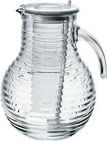 Ce broc rafraîchisseur en verre de 2 litres est issu de la collection «Viva » de Bormioli Rocco.  Innovant et relativement efficace, il dispose d'une colonne centrale pouvant accueillir de la glace ou des glaçons qui permettront de rafraîchir de l'eau ou des jus de fruits sans contact direct.   Livré avec une cuillère et un couvercle, la carafe Viva Brodway permettra de préserver les qualités organoleptiques de vos boissons.  Bormioli Rocco est synonyme de qualité depuis sa fondation en ...