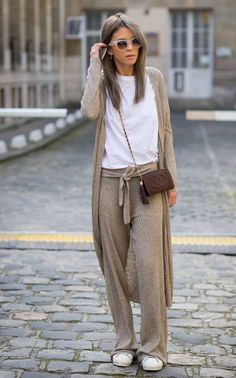 White and brown pants shirt vest casual comfort outfit - Paris Fashion Week FW 2015 Street Style: Carola Bernard Fashion Mode, Look Fashion, Street Fashion, Fall Fashion, Fashion 2015, Latest Fashion, Fashion Trends, Womens Fashion, Look Street Style