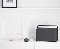 El radio Copenhagen busca llevar un paso más allá a Vifa. Su diseño es claramente nórdico contemporáneo, y le da elegancia al espacio donde sea colocado. Cada detalle de este radio está contemplado a la perfección, no solo su diseño es de alta calidad sino también el sonido que transmite.