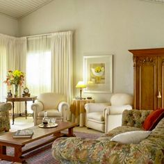 View Leonora @ Welgemoed Manor and all our other Accommodation listings in Cape Town. Lush Garden, Cape Town, Patio, Luxury, Bed, Furniture, Coffee, Street, Breakfast