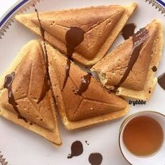 Delicious waffles made with a bread toaster / sandwich maker Grilled Cheese Maker, Crepes And Waffles, Pancakes, Sandwich Maker Recipes, Bread Toaster, I Love Food, Yummy Treats, Healthy Snacks, Sandwiches