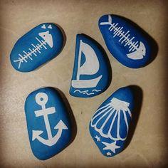 Bunlar da yeni denizsel taşlarım ⛵⚓  #gemi #ship  #çapa #anchor #denizkabuğu #seashell #kılçık #fishbone #deniz #sea #taşboyama #rockpainting #elyapımı #handmade