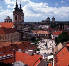 Explore the baroque city of Eger, Hungary. Saint Anthony Of Padua, Capital Of Hungary, Budapest Hungary, Beautiful Architecture, Eastern Europe, Walking Tour, Resort Spa, Places To Visit, Around The Worlds