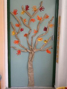 Δέντρο στην πόρτα της τάξης μας