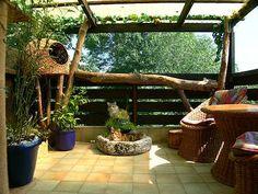 http://emiliesfeline.files.wordpress.com/2010/01/balcony.jpg