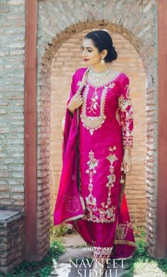 - - Women fashion Videos Edgy Classy - Women fashion For Work Videos No Heels - Black Business Women fashion Bridal Suits Punjabi, Punjabi Suits Party Wear, Indian Suits Punjabi, Punjabi Suits Designer Boutique, Indian Designer Suits, Embroidery Suits Punjabi, Embroidery Suits Design, Embroidery Designs, Dress Indian Style