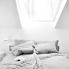 Here we showcase a a collection of perfectly minimal interior design examples for you to use as inspiration.Check out the previous post in the series: Inspiring Examples Of Minimal Interior Design 8 Interior Design Examples, Interior Design Inspiration, Bedroom Inspiration, Home Interior, Interior And Exterior, Ideas Hogar, Bedroom Windows, The Way Home, Beautiful Bedrooms