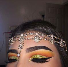 Cut-Crease Makeup 🍋🌼 Today I used - Paris Glitter handmade. ✨ - lashes and brushes - single eyeshadows - dipbrow pomade ebony ___________ Makeup On Fleek, Flawless Makeup, Cute Makeup, Gorgeous Makeup, Pretty Makeup, Skin Makeup, Makeup Goals, Makeup Inspo, Makeup Art