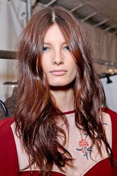 This hair color is the perfect amount of red with brown undertones. I craze low-volume hair: minimal chic.