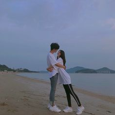 Have you ever thought of Korean fashion or dressing like a Korean celebrity you saw on TV? Or you admire Korean style but you do not know where to start? Couple Goals, Cute Couples Goals, Ulzzang Korean Girl, Ulzzang Couple, Ulzzang Style, Korean Couple, Best Couple, Couple Relationship, Cute Relationships