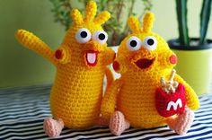 ポインコ兄のほうも完成しました\(^-^)/ こちらも弟と同じくアクリル毛糸(並... Knit Crochet, Pikachu, Dinosaur Stuffed Animal, Kawaii, Cartoon, Dolls, Cool Stuff, Knitting, Sewing