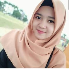 Jilbab Smile: Get Love From Amanda Putri Sweety Hijaber Beautiful Hijab Girl, Beautiful Muslim Women, Beauty Full Girl, Beauty Women, Muslim Fashion, Hijab Fashion, Hijab Stile, Girls Phone Numbers, Muslim Beauty