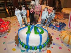 my one direction party - Google Search--I like the little printout people lol