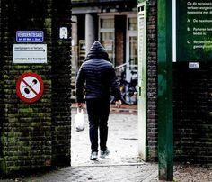 De Nationale Politie houdt informatie achter over de aard en omvang van criminaliteit door asielzoekers. Dat geeft de korpsleiding toe na een juridische procedure van De Telegraaf.