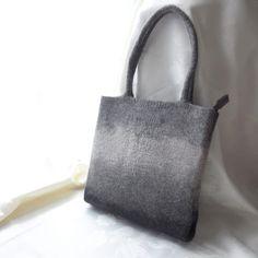 羊毛フェルト マチ付き一体成型ショルダートート グレーグラデーション 9400yen ふんわりとした厚手の羊毛フェルトバッグ。
