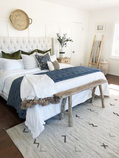 Are you looking for some farmhouse chic bedroom ideas to inspire you? Are you looking for some farmhouse chic bedroom ideas to inspire you? There are many ways to incorporate farmhouse design in your house. Home Decor Bedroom, Modern Bedroom, Bedroom Rustic, Contemporary Bedroom, Design Bedroom, Bedroom Furniture, Diy Bedroom, Bedroom Neutral, Bedroom Wardrobe