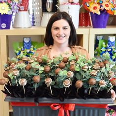 Look at the huge bloom created by April in our Adelaide store, it has 60 cake pops and looks great in the big pot! #ediblebloomsadl #edibleblooms #customorder #cakepops #chocolatebouquets