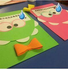 Folder Decorado, Bumble Bee Invitations, Diy And Crafts, Crafts For Kids, Diy Notebook, Kids Cards, Classroom Decor, Graduation Gifts, Preschool Activities