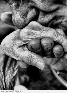Nach 50 Jahren der tiefen Zuneigung empfand er in ihrer Anwesenheit immer noch ein tiefes Gefühl von Glück und Dankbarkeit.