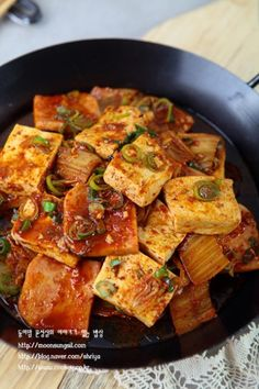 stir fried red chilli paste tofu with kimchi Food N, Food And Drink, Korean Side Dishes, Korean Food, Light Recipes, Food Plating, No Cook Meals, Asian Recipes, Cooking Recipes