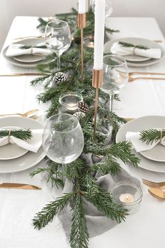 Winter table decorations - how to create a modern christmas tablescape – Winter table decorations Modern Christmas Decor, Decoration Christmas, Decoration Table, Xmas Decorations, Holiday Decor, Contemporary Christmas Decorations, Natural Christmas Decorations, Holiday Quote, Outdoor Decorations