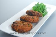 Spicy Paneer Fritters: Paneer mixed with masalas, shaped into fritters and air fried.