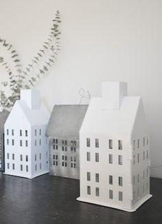 #pintratuin - huisjes zijn de trend daar past het mooie stenen huisje met plek voor een waxinelicht van de intratuin mooi tussen