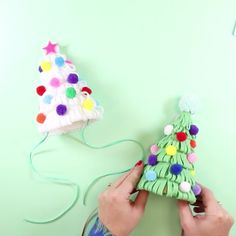 Create your own pom-pom party hat and be the spirit of Christmas! Christmas Activities, Christmas Crafts For Kids, Homemade Christmas, Christmas Diy, Christmas Party Hats, Holiday Hats, Hat Crafts, Flower Crafts, Circus Theme Party