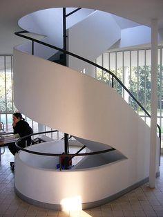 Home, sweet home : la villa Savoye à Poissy de Le Corbusier Le Corbusier, Vestibule, Autocad, Bauhaus, Architecture Details, Modern Architecture, Villa Savoye, Neoclassical Interior, Art Deco Buildings