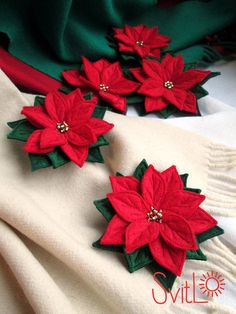 Items similar to Red Poinsettia Felt Flower Christmas Brooch Pin Handmade Christmas Gift on EtsyRed Poinsettia Felted Flower Christmas Brooch Pin by SvitLoShopPDF tutorial: DIY felt flowers - poinsettia bouquet (no sewing! Unusual Christmas Gifts, Handmade Christmas Gifts, Etsy Christmas, Christmas Pillow, Christmas Runner, Felt Christmas Decorations, Christmas Ornaments, Christmas Poinsettia, Crochet Christmas