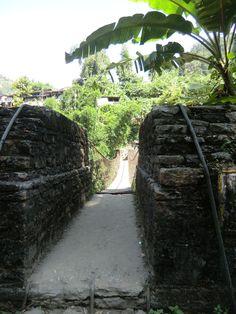 Dit was de eerste hangbrug van de trektocht naar de Poort van de Sanctuary