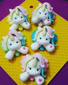 Cute Polymer Clay, Fimo Clay, Unicorn Birthday Parties, Unicorn Party, Diy And Crafts, Crafts For Kids, Jar Art, Unicorn Crafts, Clay Charms