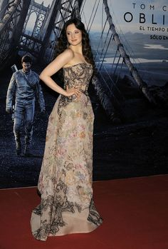 Tom Cruise Gets Support From His Costars at Oblivion Premiere: Olga Kurylenko wore a black dress. : Andrea Riseborough worked her stuff on the red carpet. Angelina Jolie, Celebrity Dresses, Celebrity Style, Olga Kurylenko, Nice Dresses, Formal Dresses, Tom Cruise, Celebs, Celebrities