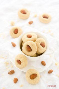 Recipe for danish cookies called drømmer / Rezept für dänische kekse - mandel-drømmer