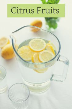 A glass of lemon water in the morning is starting to become a habit for many people. Lemon water is an extremely beneficial drink, but not everyone can take the bitter-sour taste of lemons, especially first thing in the morning. Lemon Water Before Bed, Hot Lemon Water, Lemon Water In The Morning, Lemon Water Benefits, Drinking Lemon Water, Fresh Water, Detox Cleanse For Weight Loss, Lemon Diet, Drink More Water