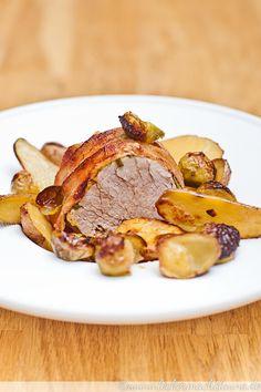 Lust auf eine einfache, ohne viel Aufwand zubereitete und dennoch festliche Hauptspeise? Ja? Dann habe ich hier ein Schweinefilet im Speckmantel für Euch :)