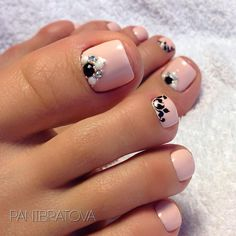 Fashionable pedicure - photos of new items, beautiful . Pretty Pedicures, Pretty Toe Nails, Sexy Nails, Love Nails, Cute Pedicure Designs, Toe Nail Designs, Pedicure Nail Art, Toe Nail Art, Feet Nail Design