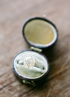 Look at these vintage engagement ring :) Vintage Ring Box, Vintage Rings, Unique Vintage, 1920s Ring, Wedding Engagement, Engagement Rings, Estate Rings, Antique Rings, Diamond Are A Girls Best Friend