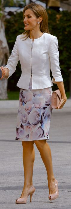 Letizia of Spain Elegant Office Wear, Elegant Outfit, Classy Outfits, Cool Outfits, Fashion Outfits, Womens Fashion, Business Outfits, Office Outfits, Look Blazer