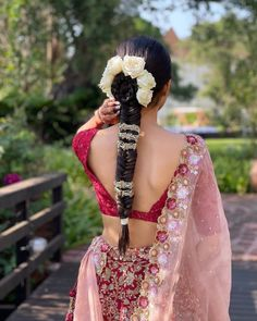 Hair Jewels That'll Give Your Bridal Jewellery A Run For Its Money! Fishtail Ponytail, Messy Ponytail, Bridal Bun, Bridal Make Up, Indian Bridal Hairstyles, Cool Hairstyles, Bridal Dupatta, Hair Jewels, Bouncy Curls