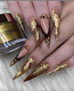 What Nail Polish Brand Should Be Used for Stiletto Nails ? #stilettonails Perfect Nails, Gorgeous Nails, Pretty Nails, Pointed Nails, Stiletto Nail Art, Nail Polish Brands, Fall Acrylic Nails, Luxury Nails, Nagel Gel