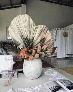 Dried Flower Arrangements, Floral Centerpieces, Blooming Flowers, Dried Flowers, Floral Wedding, Wedding Flowers, Romantic Table, Flower Boxes, Event Decor