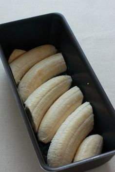 Obrátený banánový koláč s karamelom