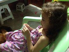 Isabela bordando