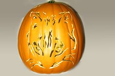 Patterns of cat carved into a Halloween Pumpkin. A huge collection of samples. Cat Pumpkin Carving, Halloween Pumpkin Stencils, Pumpkin Carving Patterns, Halloween Mug, Halloween Treats, Halloween Pumpkins, Halloween Decorations, Pumpkin Carver, Ghost Cat