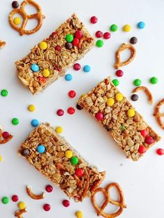 No-Bake Peanut Butter, Pretzel + M&M Granola Bars | Homemade Granola Recipes You Will Crave For Breakfast, Lunch, & Dinner by Pioneer Settler at http://pioneersettler.com/25-homemade-granola-recipes-will-crave/